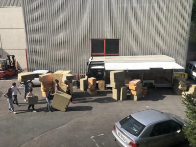 Les étudiants de la Neuvième école commencent l'installation du camion